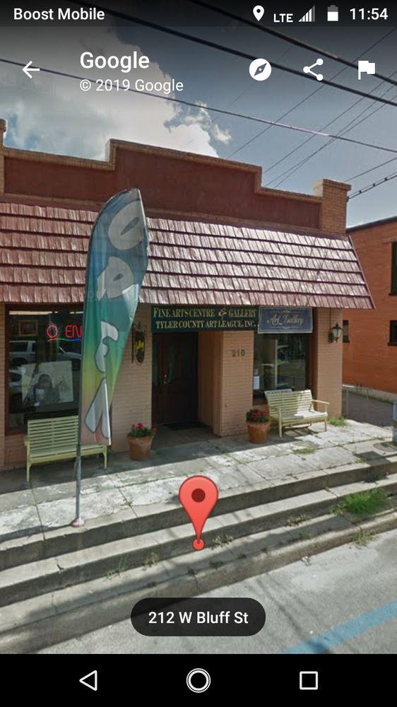 TYLER COUNTY FINE ART CENTRE & GALLERY: 210 W Bluff St, Woodville, TX