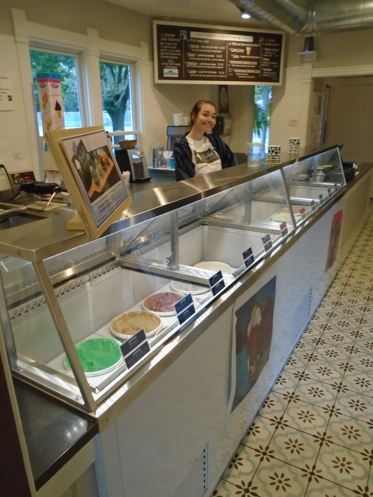 Mabel's Ice Cream: 293 3rd St N, Bayport, MN
