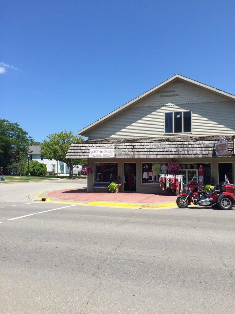 Jade's Closet: 6605 Main St, Caseville, MI