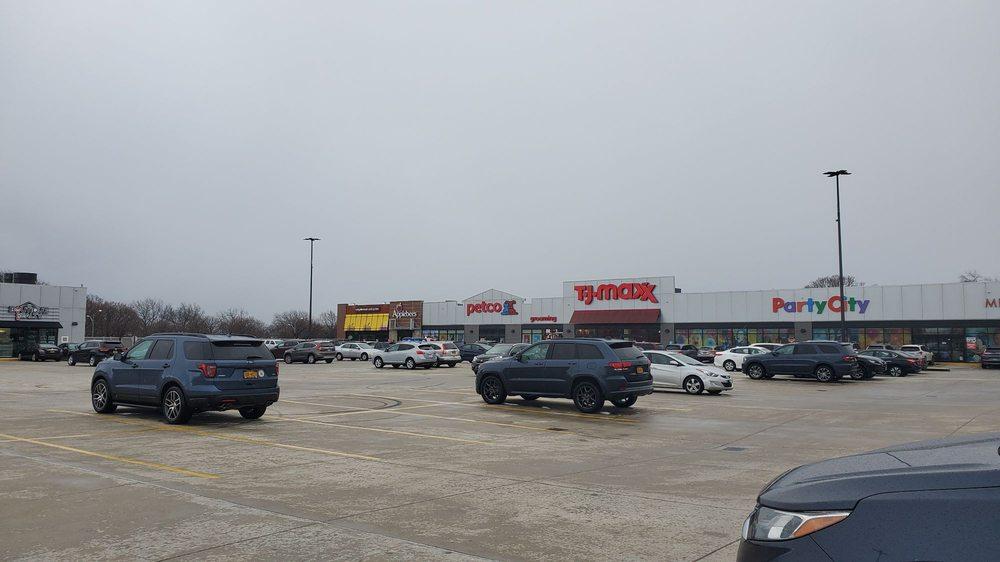 Throgs Neck Shopping Center: 815 Hutchinson River Pkwy, Bronx, NY