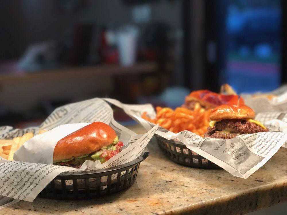 Shifters American Grill: 1177 W Oaklawn Rd, Pleasanton, TX