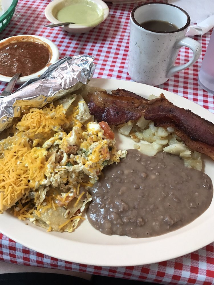 Juanita's Taqueria: 106 S 3rd St, Alvin, TX