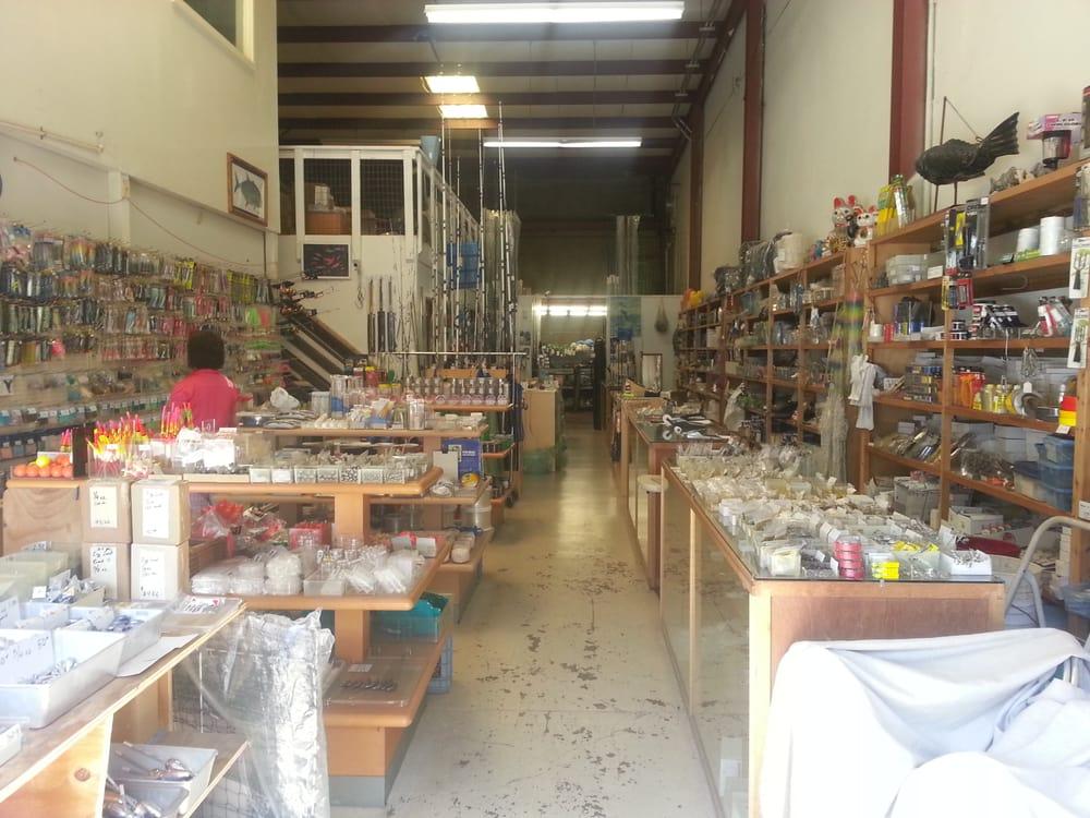Zdj cia j e fishing supplies yelp for Fishing supplies honolulu