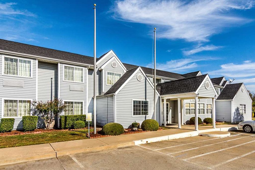 Motel 6: 690 Bernhardt Dr, McAlester, OK