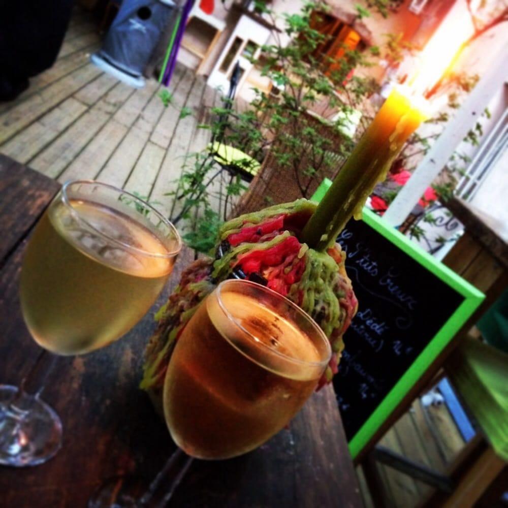 Le jardin secret tapas bars 2 rue des fr res cannes for Jardin secret wine