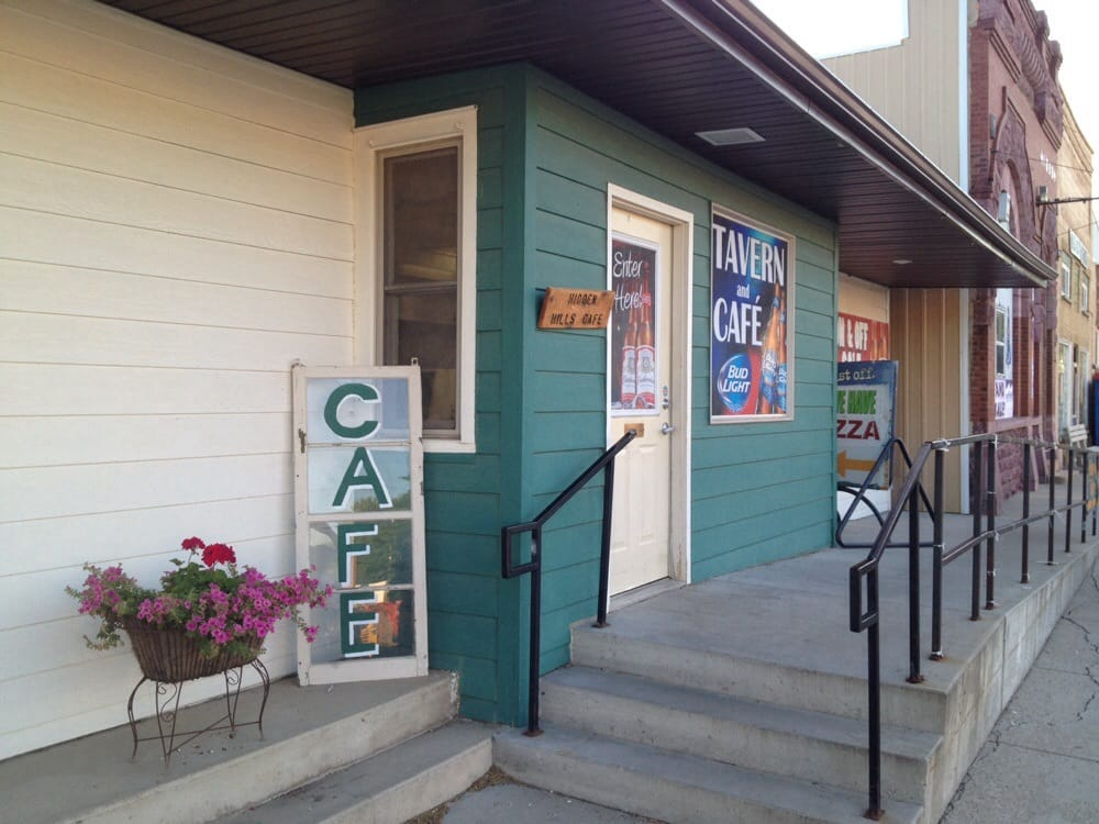 Hidden Hills Cafe & Hideaway Tavern: 214 S Main Ave, Hills, MN