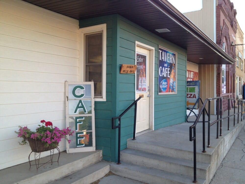 Hidden Hills Cafe & Hideaway Tavern: 214 S Main Ave, Hills, MN