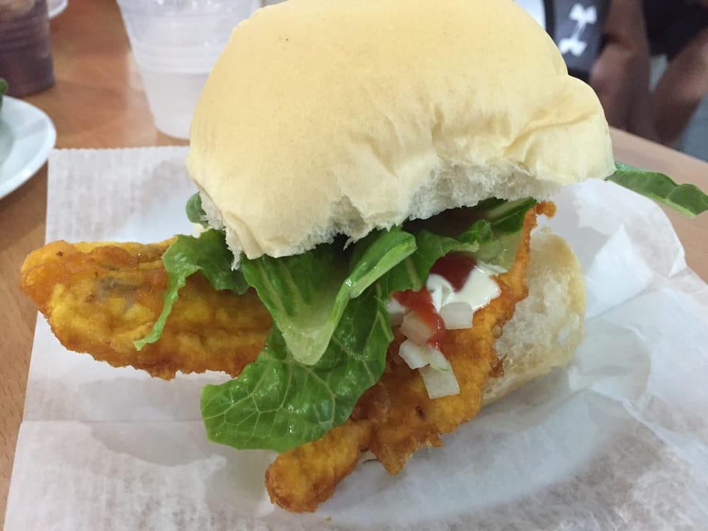 Pan con minuta fish sandwich very good yelp for Good fish sandwich near me