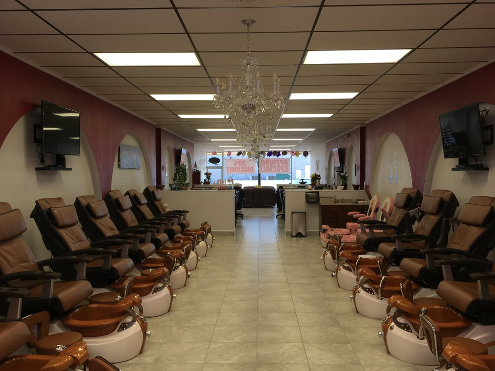 Fancy Nails and Spa: 179 East Gate, Bellmead, TX