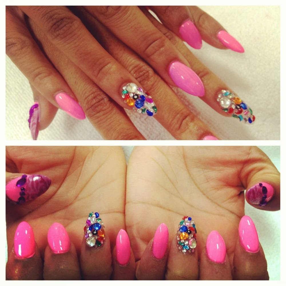 Stiletto Nail Salons Los Angeles: Stiletto Nails And Rhinestones With Designs.