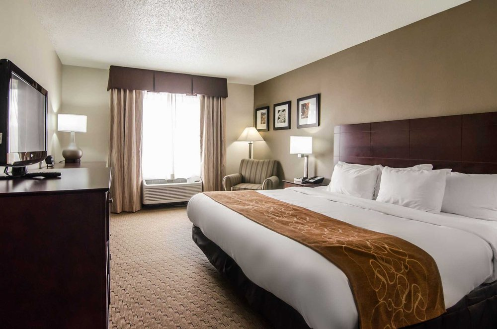Quality Suites St. Joseph: 917 N Woodbine Rd, Saint Joseph, MO