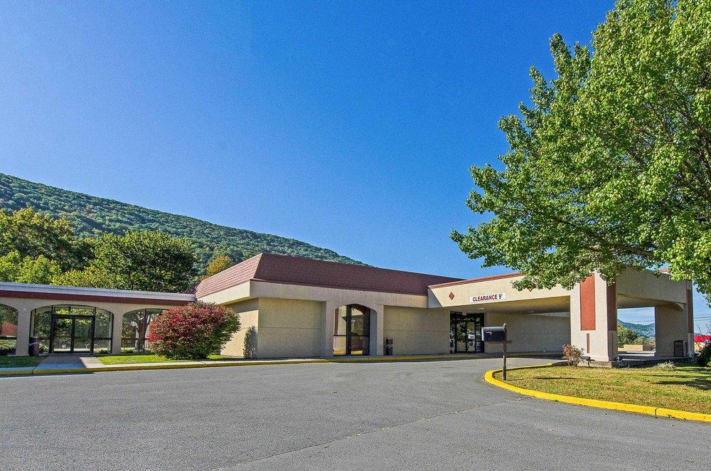 Econo Lodge Inn & Suites: 551 Hwy 58 E, Norton, VA