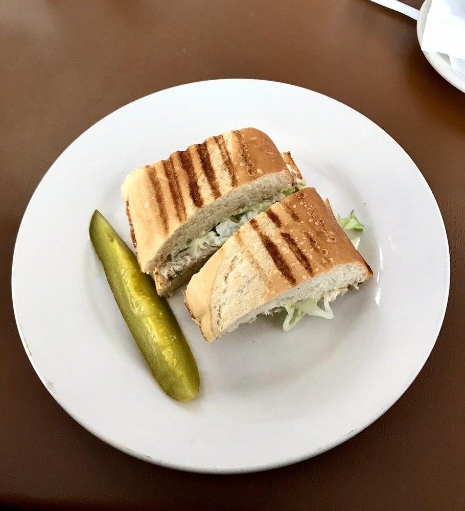 Soops 'n Sanz Restaurant: 2617 Dixie Hwy, Waterford Township, MI