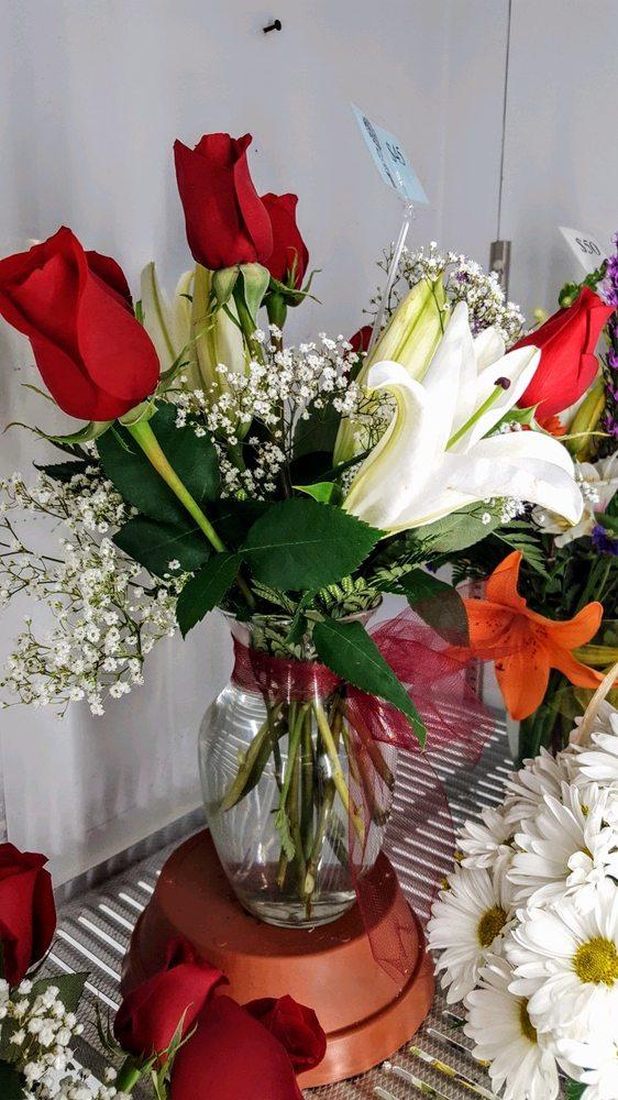 Gunston Flowers: 7780 Gunston Plaza Dr, Lorton, VA