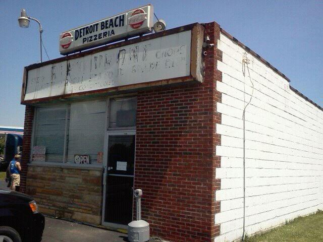 Detroit Beach Restaurant & Pizzeria: 2630 Grand Blvd, Monroe, MI