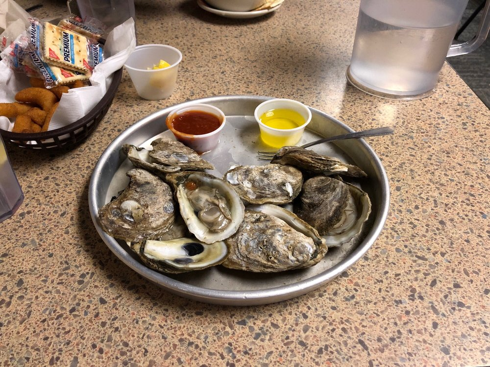 Sandpiper Seafood House & Oyster Bar: 7877 US Highway 70 W, La Grange, NC