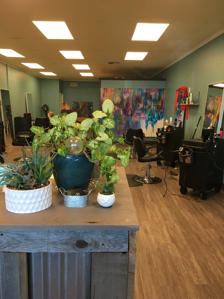 C & C Hair: 20633 Gas Point Rd, Cottonwood, CA