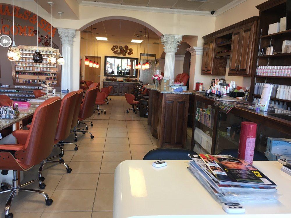 AJ Elite Nails & Spa: 1077 Branson Hills Pkwy, Branson, MO