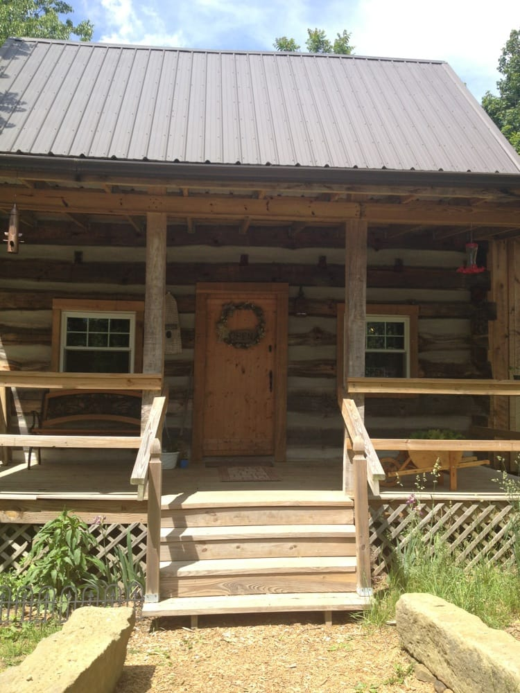 Back To Basics Log Cabin: 233 Hamrick Ln, Belpre, OH