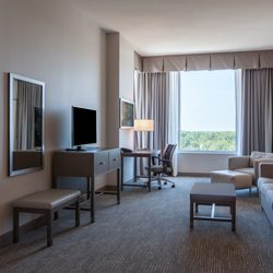 Holiday Inn Cleveland Clinic - 75 Photos & 49 Reviews - Hotels