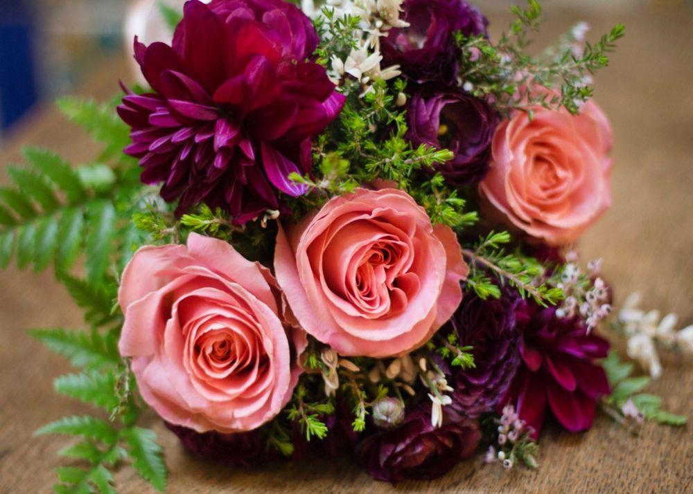 Lia's Floral Design: West Hills, CA