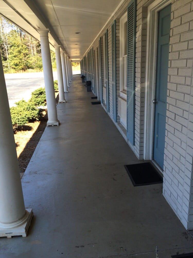 Monticello Motel: 808 W Washington St, Monticello, GA