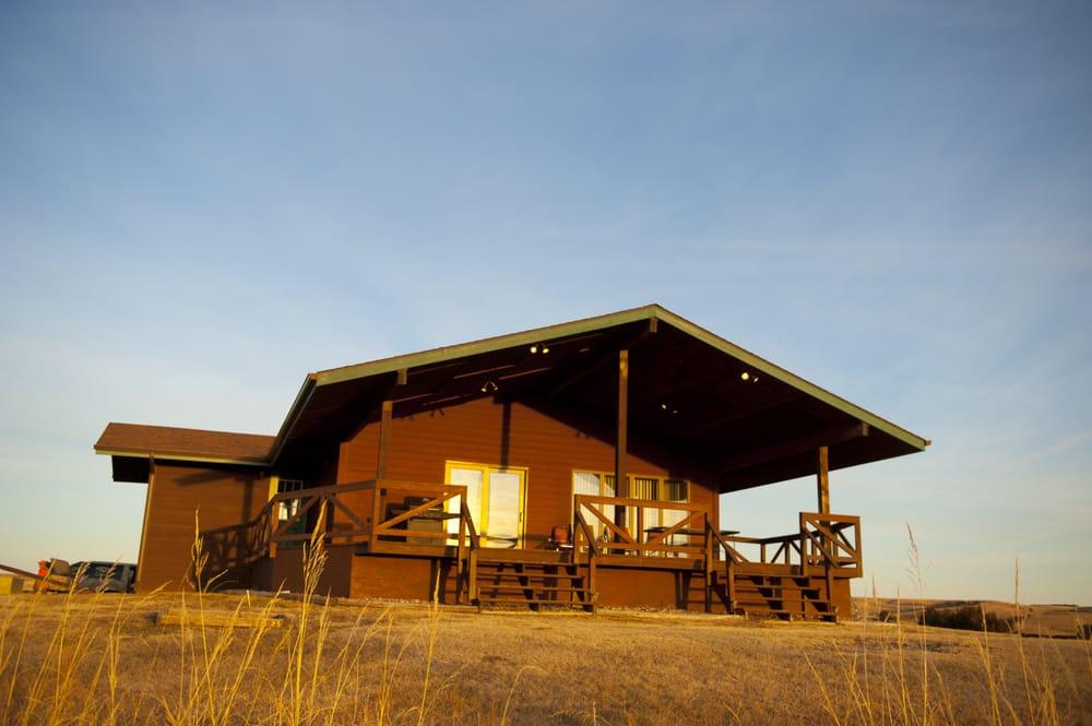 Rooster Ridge Lodge: 24931 Thunderstik Rd, Chamberlain, SD
