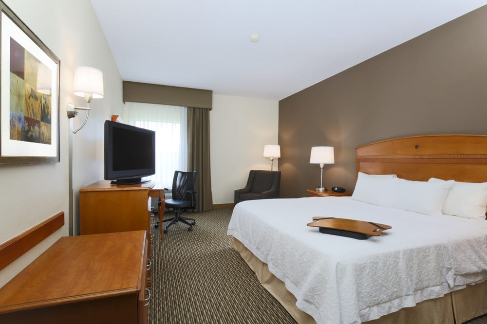 Hampton Inn Decatur/Forsyth: 1429 Hickory Point Dr, Forsyth, IL