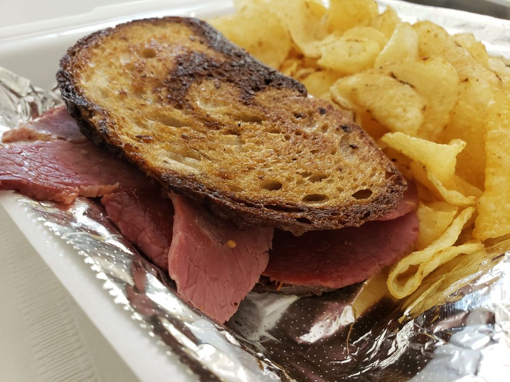 Don's Downtown Diner: 208 S Main St, Bellefontaine, OH