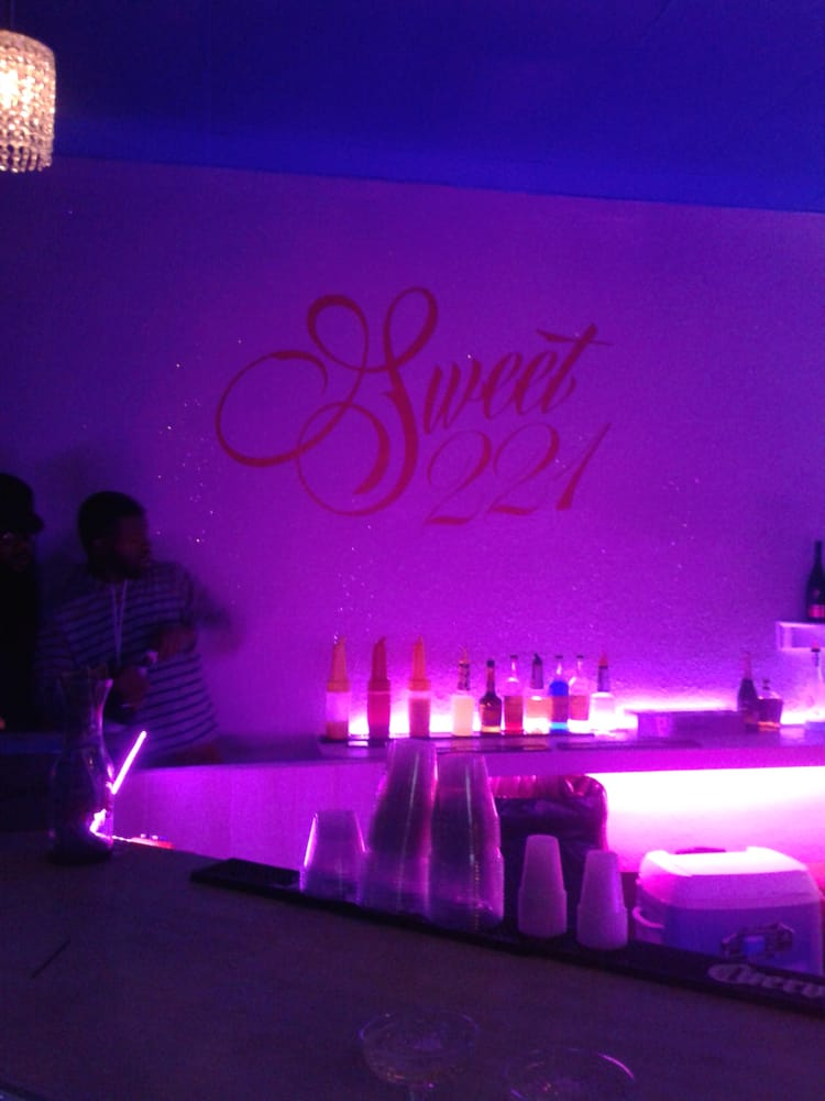 Sweet 221 Lounge