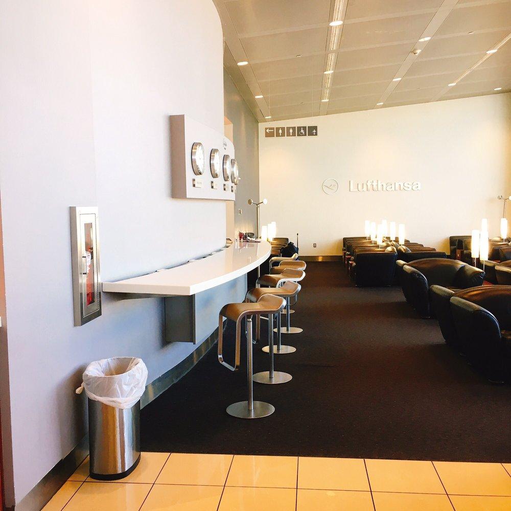 Lufthansa Lounge: 1 Saarinen Cir, Dulles, VA