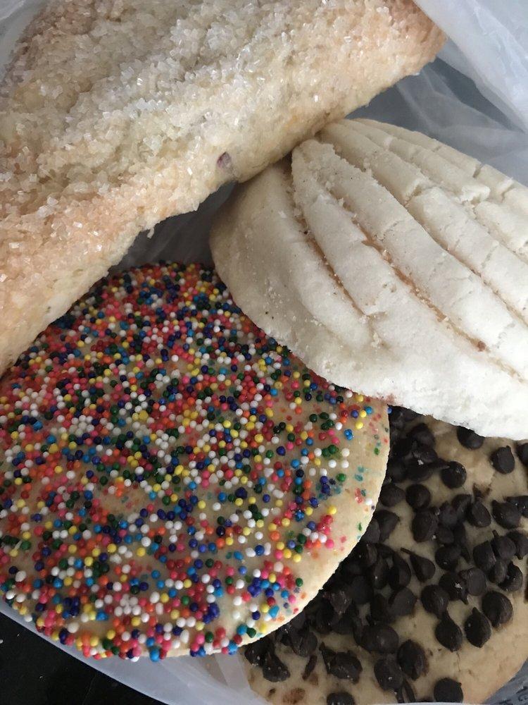 Lesley Bakery y Pasteleria: 8145 Cypress Ave, Fontana, CA