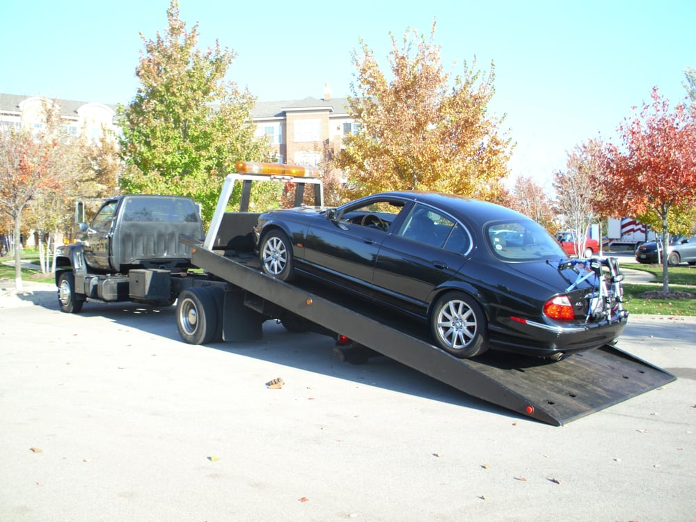 Towing business in Island Lake, IL