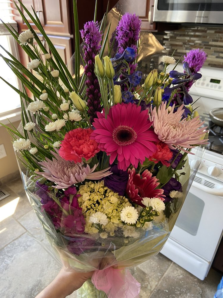 Mayfield Floral: 6109 Mayfield Rd, Mayfield Heights (Cleveland), OH
