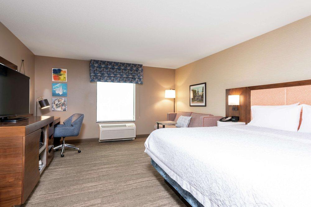 Hampton Inn & Suites Marshalltown: 20 W Iowa Ave, Marshalltown, IA