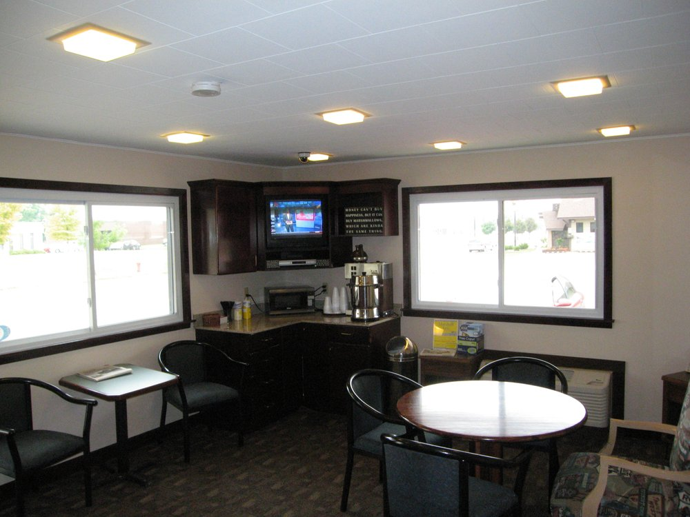 Travelers Lodge: 1425 E College Dr, Marshall, MN