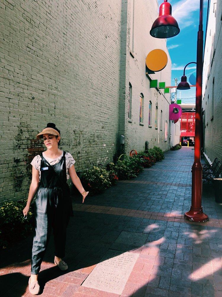 Friendship Way Alley: 424 Washington St, Columbus, IN