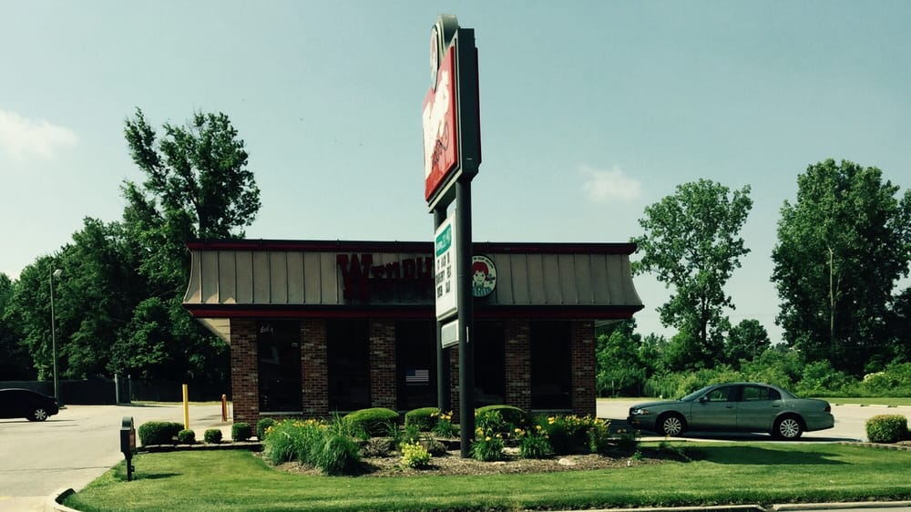Wendy's: 223 E McGalliard Rd, Muncie, IN