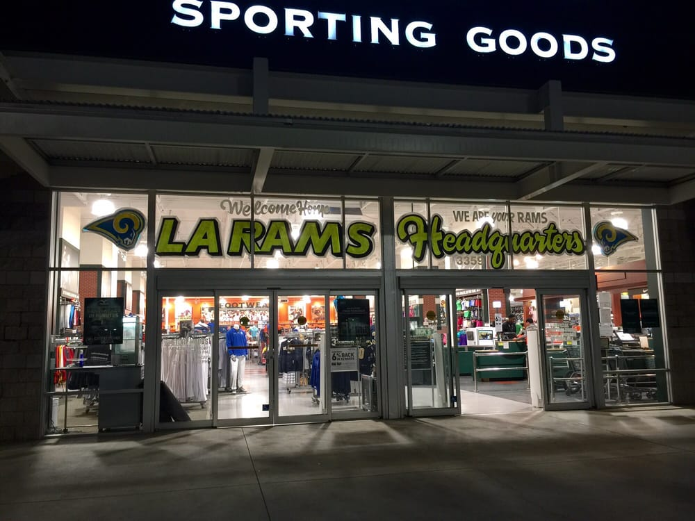 DICK'S Sporting Goods: 3359 E Foothill Blvd, Pasadena, CA