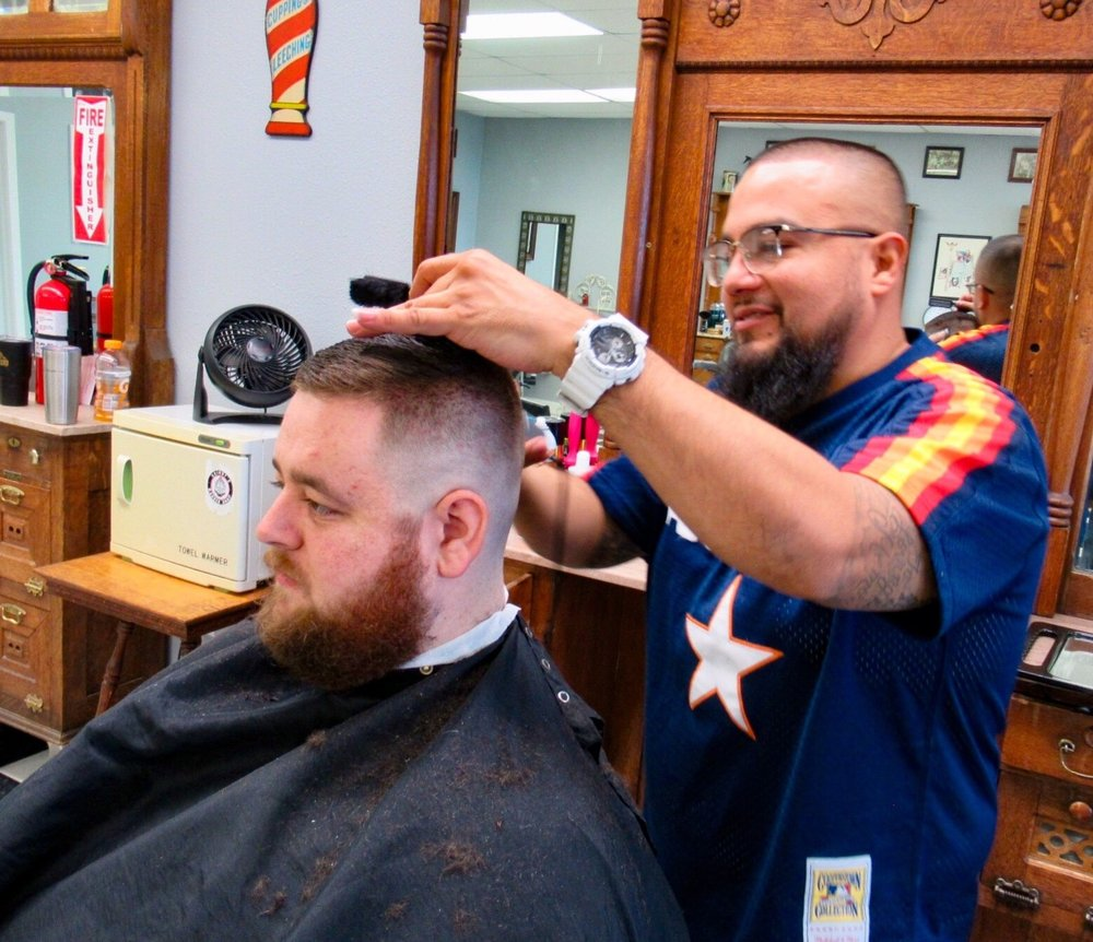 Skinny's Barber Shop - Cedar Valley: 12009 Hwy 290, Austin, TX