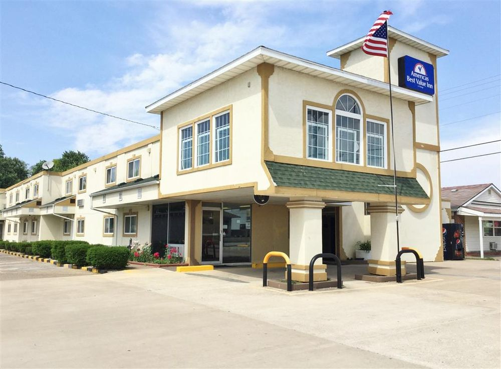 Americas Best Value Inn Macomb: 1414 West Jackson Street, Macomb, IL