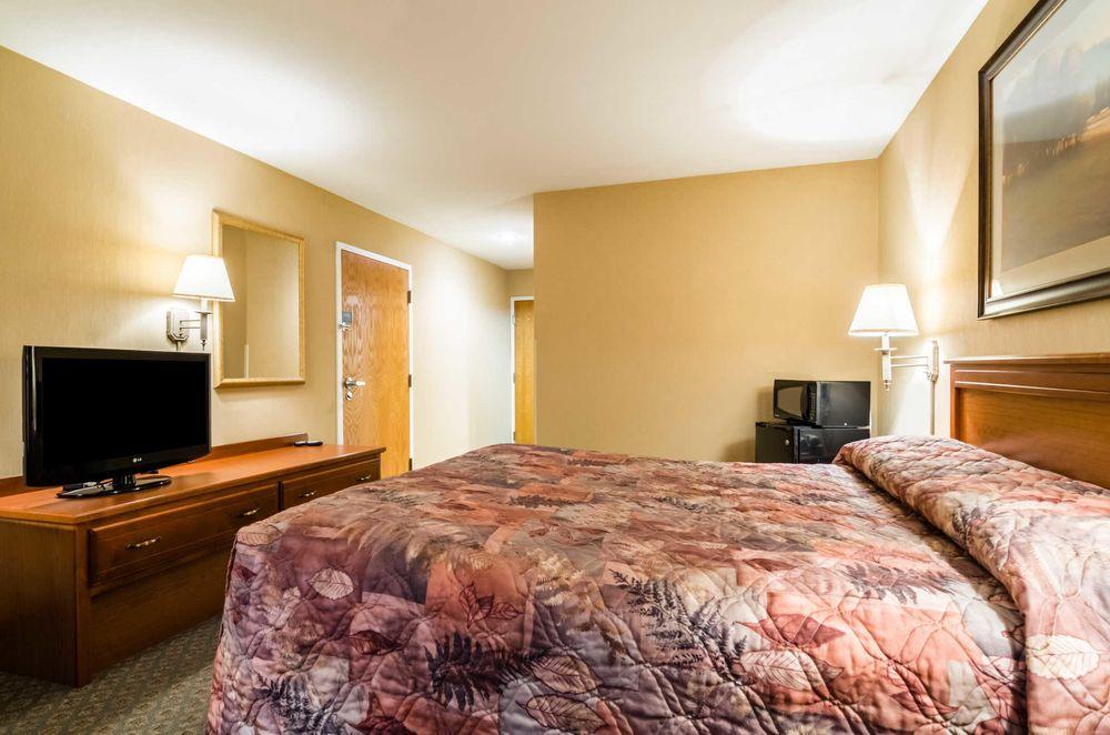Rodeway Inn: 809 S Meridian Ave, Cozad, NE
