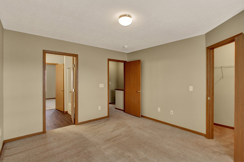 Brookfield Village Apartments: 1950 Sandy Lake Dr, Grove City, OH