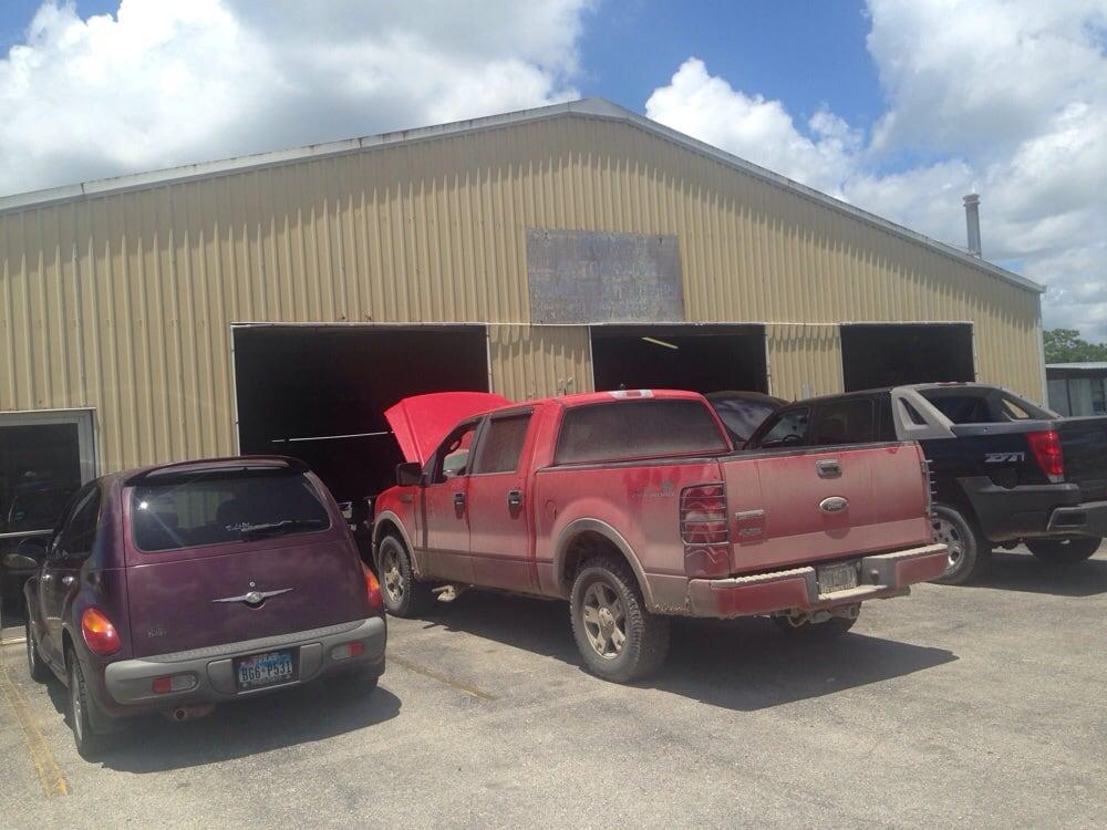 Ron's Automotive: 811 Trinity, Anahuac, TX