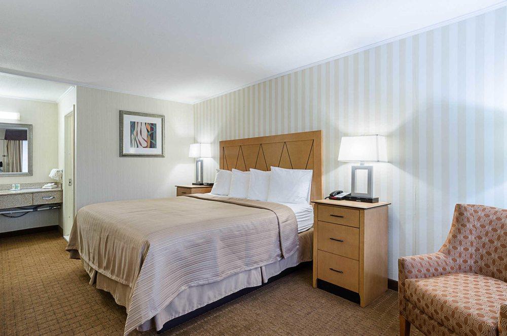 Quality Inn & Suites Northampton- Amherst: 117 Conz St, Northampton, MA