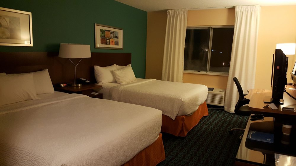 Fairfield Inn & Suites South Bend - Mishawaka: 425 W University Dr, Mishawaka, IN
