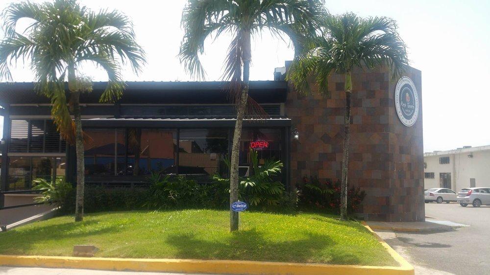 Rock Tavern: Calle Jesús T. Piñero S/N, Las Piedras, PR