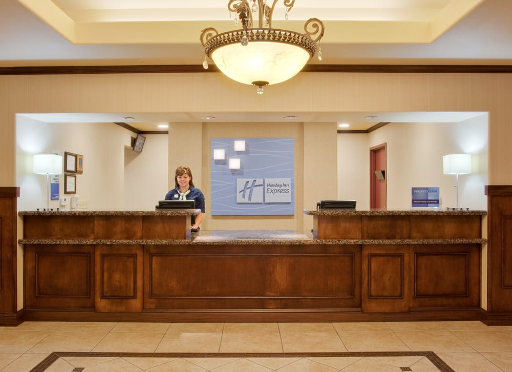 Holiday Inn Express & Suites Dinuba West: 375 S Alta Ave, Dinuba, CA