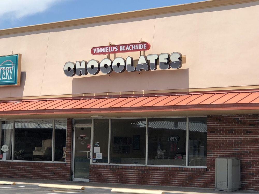 Vinnielu's Beachside Chocolates: 886 N Miramar Ave, Indialantic, FL