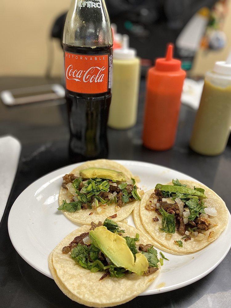 Tierra Cuscatleca Restaurant: 402 East Davis St, Conroe, TX